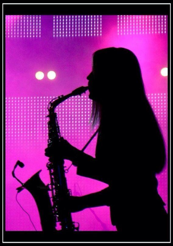 saxofonista mujer